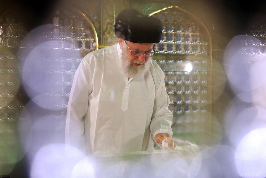 عکسهای غبارروبی ضریح امام رضا (ع) سال ۹۸ رهبر