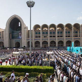 صوت و فیلم شعرخوانی و مداحی انقلابی و جنجالی میثم مطیعی نماز عید فطر ۹۷